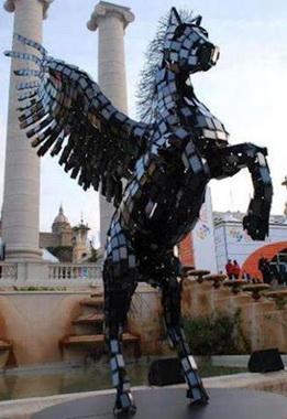 مجسمه ای با 3500 گوشی در نمایشگاه موبایل بارسلون