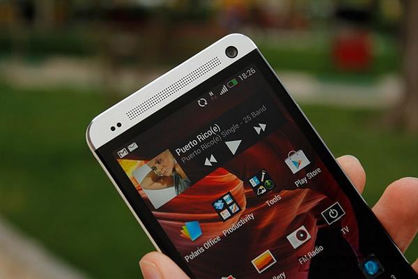 فبلت ۶ اینچی One Max HTC