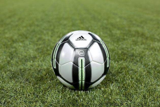 افزایش مهارتهای فوتبالی با توپ هوشمند miCoach آدیداس