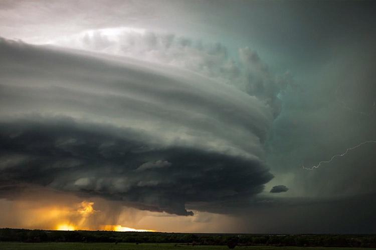 تصاویری خیرهکننده از گردبادی عظیم کانزاس